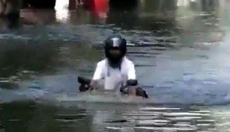 237428_sepeda-motor--amfibi--di-thailand_663_382