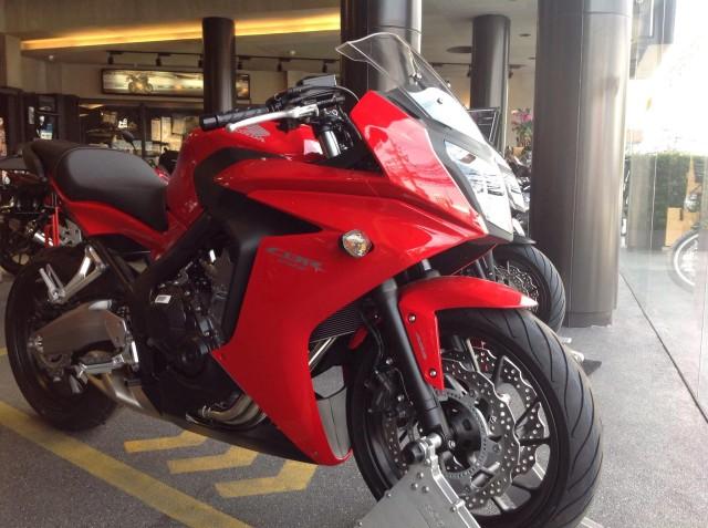 2014-Honda-CB650F-003-640x477
