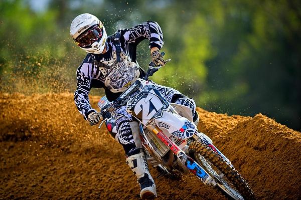 Saya Yakin Sampeyan Bakalan Ngowoh Lihat Video Balapan Motocross