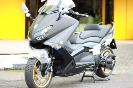 T-MAX 530 (BLACK SERIES)LIMITED EDITION
