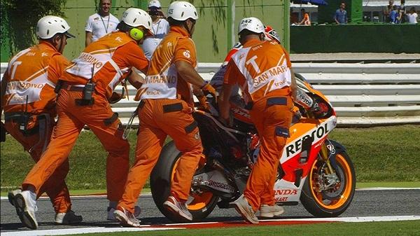 2014-rsm-motogp-race-marquez-postcrash2_slideshow_169