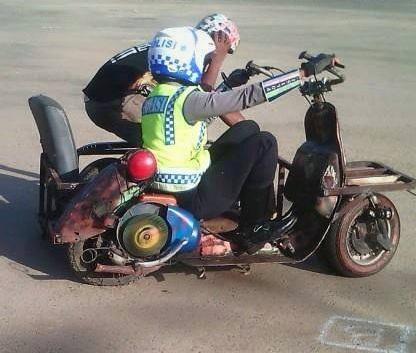 polisi tilang vespa