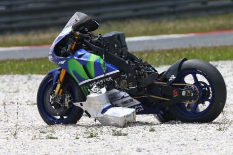 lorenzo crash (2)