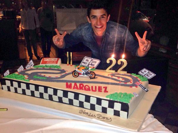 Ketika Marquez Ulang Tahun Kuenya Berupa Sirkuit Balapan Makan
