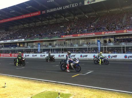 Galeri Rossi dan Lorenzo Geber Yamaha R3 di Sirkuit Buriram Thailand ...
