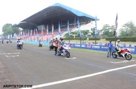SUNDAY RACE R15 PROFESIONAL (1)