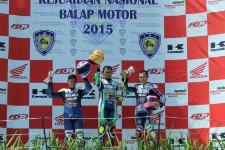 yamaha-r25-kuasai-podium-di-seri-1-kejurnas-balap-motor-sport-kelas-250cc-20150510150512-4062