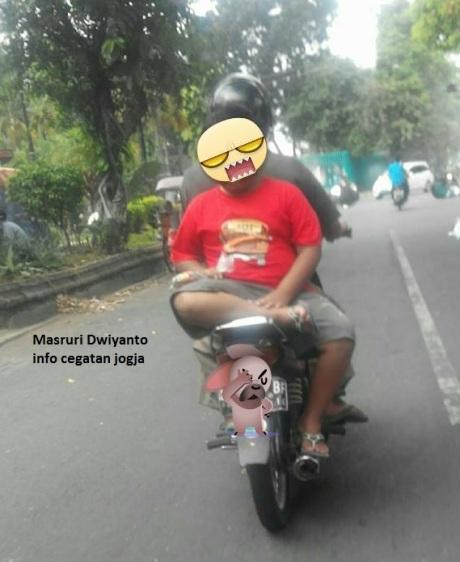 anak bonceng motor