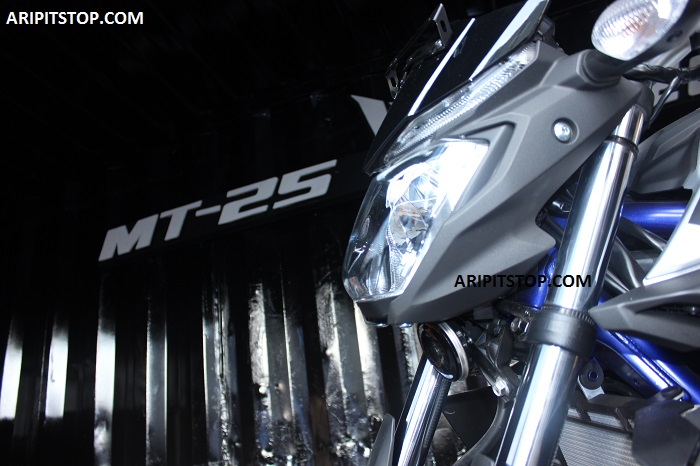 Hanya Berlaku Hari Ini Di Epicentrum Tempat Peluncuran Yamaha MT 25 Yup Bertempat Rencananya Nanti Jam 7 Malam Masih Ada Acara Pperilisan