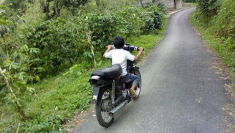 anak naik motor