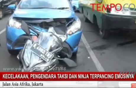 taksi tabrak motor ninja