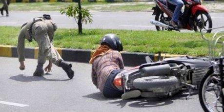 cewek kecelakaan