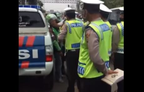polisi vs gojek