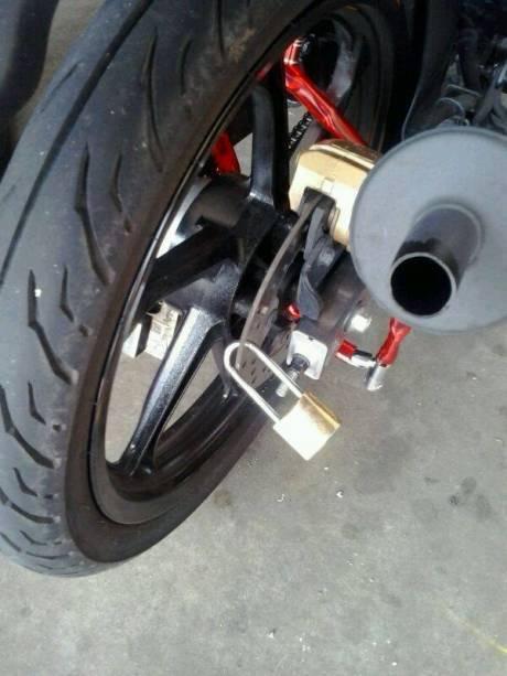 gembok di motor (1)