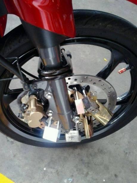 gembok di motor (2)