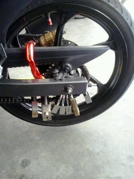gembok di motor (3)