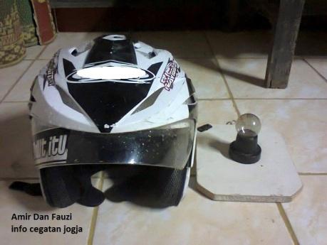mengeringkan helm (1)