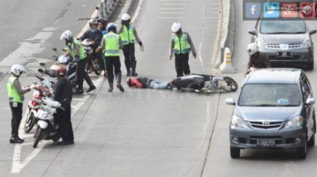 terobos busway motor dijatuhkan polisi (2)