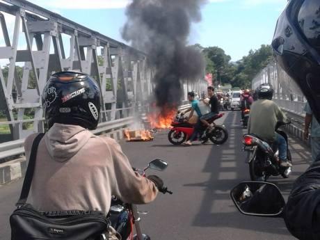 motor terbakar
