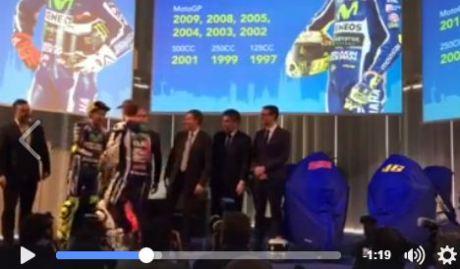 Rossi dan lorenzo berjabat tangan