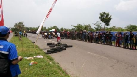 Balapan Tanah Air Berduka, Penonton Menyeberang Road Race di Sidoarjo Merenggut Dua Nyawa (1)