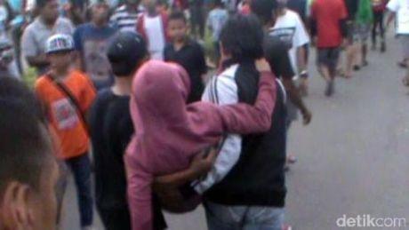 Balapan Tanah Air Berduka, Penonton Menyeberang Road Race di Sidoarjo Merenggut Dua Nyawa (2)