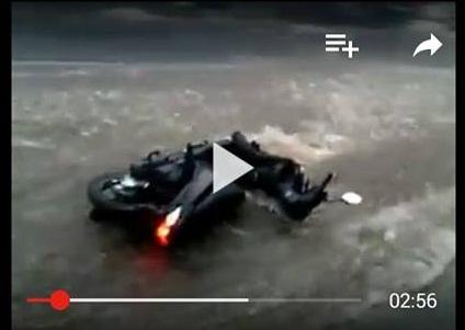 banjir motor hanyut