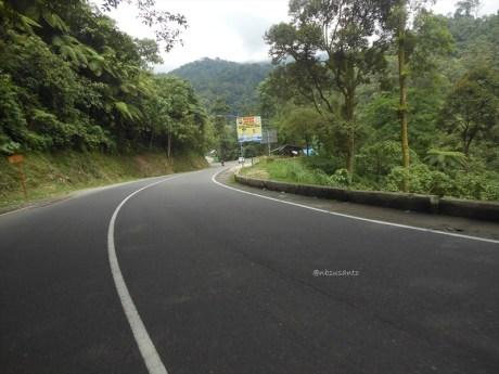 marka jalan tanpa putus