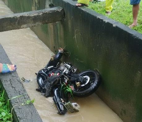 motor masuk got (2)