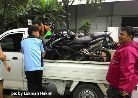 motor masuk got (3)