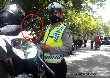 RAZIA POLISI  KUNCI KONTAK LANGSUNG DIAMBIL PAKSA (2)