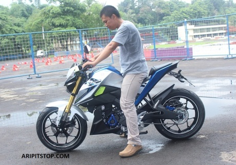 YAMAHA XABRE WITH LOWERING KIT (2)
