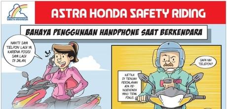 bahaya naik motor sambil main hp