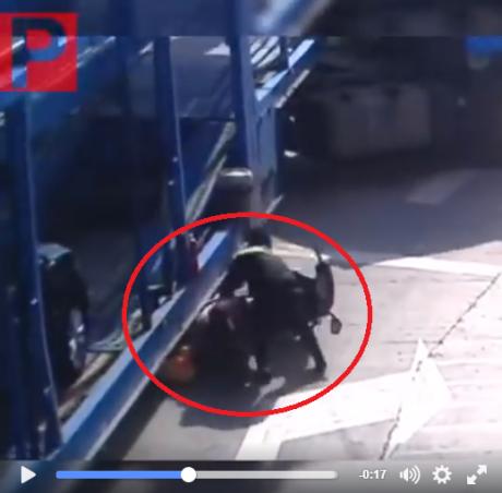 kecelakaan motor terlindas truk (2)
