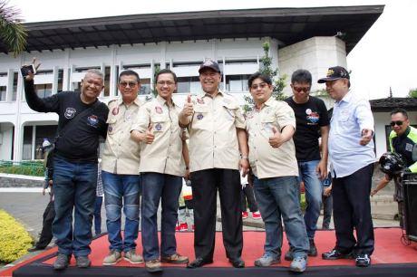 Masuk Rekor MURI, Penyematan Gelang Pelopor Keselamatan Berlalulintas Oleh Max Owners (2)