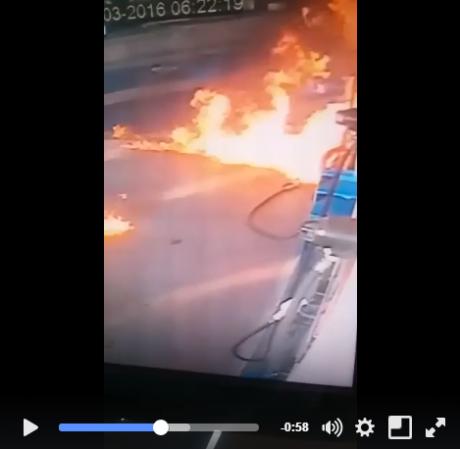 pom bensin terbakar