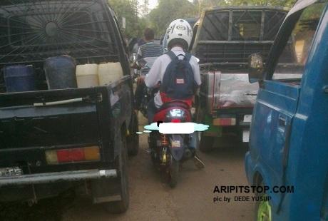 MOTOR LEPAS MIKA LAMPU MERAH BELAKANG (1)