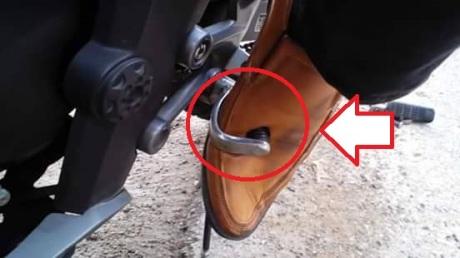 tertusuk pedal gigi motor (4)