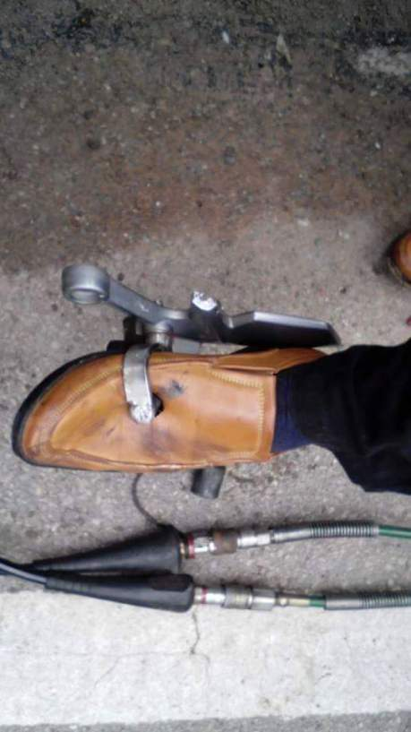 tertusuk pedal gigi motor (5)